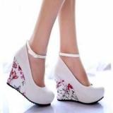 Танкетка удобная и модная обувь
